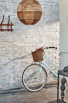 〚 Rustic Sophistication: popular trend in modern design 〛 ◾ Photos ◾Ideas◾ Design One Kings Lane, Raw Wood Furniture, Bold Living Room, Entrance Ways, Striped Rug, Ticking Stripe, Rattan Basket, Loft Spaces, Love Home