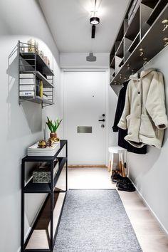 plantion home decor Entry Hallway, Scandinavian Interior, Studio Apartment, Small Apartments, Decoration, Dorm Room, My Dream Home, Future House, Architecture Design
