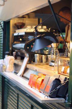 Nice Wheels: Intelligentsia opens Mini Bar inside a 1967 Citroen HY Van Hy Citroen, Coffee Food Truck, Mobile Coffee Shop, Catering Van, Coffee Trailer, Mobile Food Trucks, Mobile Cafe, Coffee Van, Mobile Catering