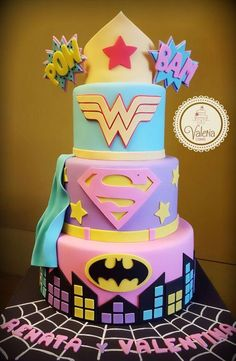 ❤ (wonder woman, super girl and batgirl) / Torta superhéroes para niñas (mujer maravilla, super chica y batichica) Girl Superhero Cake, Superhero Birthday Cake, Birthday Cake Girls, 5th Birthday, Supergirl Cakes, Batgirl Cake, Batgirl Party, Wonder Woman Cake, Wonder Woman Party