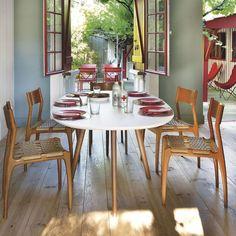 Maison de pêcheur rénovée pour vacances en famille au Cap Ferret - Côté Maison Dining Chairs, Dining Table, Table Settings, Cottage, House, Construction, Furniture, Design, Home Decor