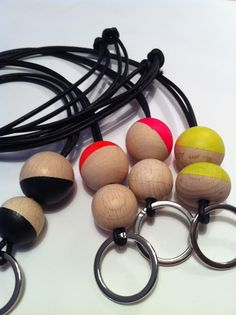 D´jo hanne: Glaij. Crafts For Boys, Diy Crafts, Key Hangers, Diy Jewelry, Jewellery, Diy Necklace, Small Gifts, Keys, Craft Projects