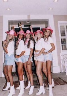 Halloween Costume Teenage Girl, Costumes For Teenage Girl, Cute Group Halloween Costumes, Trendy Halloween, Halloween 2020, Couple Halloween, Women Halloween, Group Costumes, Diy Costumes