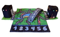 NILS ist eine tolle Autogarage und Spielstraße zum Mitnehmen. Sie ist Aufbewahrung und tolles Spielerlebnis in Einem.  Mit wenigen Handgriffen zaubern kleine Rennfahrer aus einer geheimnisvollen Rolle eine große Spielstraße die es in sich hat.  Zu beiden Seiten werden echte Gebäude mit hohem Spielwert aufgebaut. Es gibt eine Tankstelle mit Zapfhahn und eine Waschstraße durch die die Autos tatsächlich hindurch fahren können! Im unteren Bereich finden bis zu 6 Autos Platz die so immer mit…