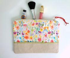Garden Blossoms Cosmetic Pouch Watercolor por pineapplebaystudio