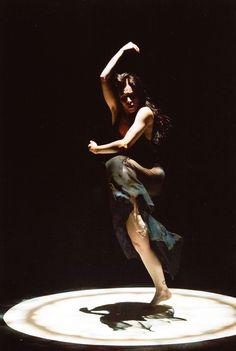 "Carolyn Carlson Company Short Stories ""Immersion"", ""Wind Woman"" & ""Mandala"" il 5 aprile 2017 al Teatro Goldoni di Venezia. http://www.teatrostabileveneto.it/events/event/short-storiesall-that-falls-immersion-mandala/"