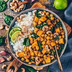 Sweet Potato, Chickpea & Coconut Curry with toasted Cashew nuts 😍 This is one of my favorite comfort meals which is vegan, gluten-free and totally delicious! 🤤 👉🏻 Get the RECIPE on my blog - Link in my bio & IG-Story👆🏻 . This time I used spinach instead of broccoli but you can add any veggies of your choice since the recipe is super versatile! 😋 . Enjoy the rest of your day, my dears! 😘 . . . 🇩🇪 Süßkartoffel Kichererbsen Curry mit gerösteten Cashewkernen 😍 Dieses einfache Gericht…