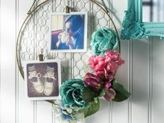 Home Idea & Gardening: 15 Creative DIY Picture Frames for Cool Walls – SkillOf. Home Idea & Gardening: 15 Creative DIY Picture Frames for Cool Walls – SkillOfKing. Hanging Frames, Hanging Photos, Photo Hanging, Faux Flowers, Paper Flowers, Marco Diy, Cadre Photo Diy, Baby Knitting Patterns, Crochet Patterns