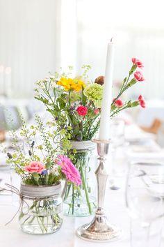 """Jeg er stor """"fan"""" av Norgesglass (enten til å ha blomster eller telys etc i) Wedding 2015, Wedding Blog, Our Wedding, Wedding Venues, Wedding Table Decorations, Decoration Table, Norwegian Wedding, Bouquet, Festa Party"""