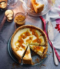 Lime Cheesecake, Cheesecake Recipes, Dessert Recipes, Caramel Cheesecake, Coconut Biscuits, Delicious Desserts, Yummy Food, Digestive Biscuits, Caramel Recipes