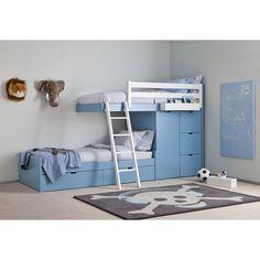 Forventet leveringstid ca. 3-4 uger Train seng Eksklusiv køjeseng med masser af opbevaringsplads fra Roomplanner. Denne eksklusive køjeseng er lavet i massivt bøgetræ og MDF og har et super flot finish. Med 2 sovepladser, flere store skuffer og et skab, har denne seng alt hvad med har brug for. Stige medfølger. Den nederste seng er en NIDO seng med 2 skuffet på hjul under. Du kan vælge mellem hele 16 forskellige farver.