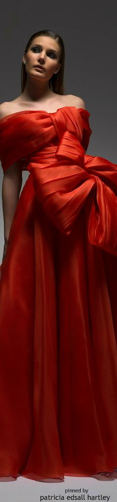 The FashionBrides is the largest online directory dedicated to bridal designers and wedding gowns. Beauty And Fashion, Red Fashion, Runway Fashion, Fashion Outfits, Womens Fashion, Fashion Photo, High Fashion, Little Presents, Wedding Dresses 2014