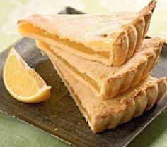 Лимонный пирог vkusnjtinaЛимонный, очень нежный пирог Ингредиенты: Сметана - 250 г Сливочное масло - 110 г Сода - 1/2 чайной ложки Мука - 2 стакана Лимон/апельсин - 1,5 шт Сахар - 1 стакан Желток - 1 шт Сахарная пудра Приготовление: Сметану смешайте с содой. В сметану добавьте растопленное масло,перемешайте до однородной массы. Постепенно начните добавлять муку небольшими порциями. Всыпав 1,5 стакана проверьте:если тесто прилипает к рукам,всыпьте остальную половину стакана. Иначе-не…