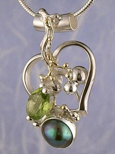 Pendant 6734, fine craft, Gregory Pyra Piro handmade heart pendant, in solid gold and sterling silver, pearl, peridot