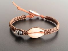 Cauris Tribal, Bobo, Hippie, plage tressé Bracelet, Shell et crâne Bikers Tribal Bracelets, Beach Bracelets, Braided Bracelets, Beach Jewelry, Ankle Bracelets, Cute Jewelry, Beach Braids, Ankle Chain, Shell Bracelet