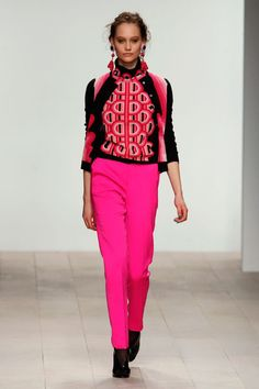 Photos of the runway show or presentation for Holly Fulton Fall 2012 RTW Shows in London. Love Fashion, Fashion News, Runway Fashion, Fashion Beauty, Holly Fulton, Online Fashion Magazines, Catwalk, Fashion Forward, Latest Trends