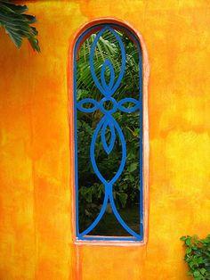 A window the bright orange wall surrounding a tropical garden in Bahia de Banderas, Bucerias, Mexico. Mexican Colors, Mexican Style, Mexican Garden, Mexican Courtyard, Mexican Home Decor, Deco Boheme, Hacienda Style, Orange Walls, Spanish Style
