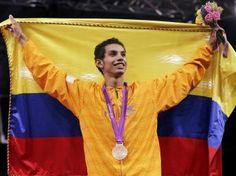 Nuestro Teakwondo. Óscar Muñoz tras recibir su medalla de bronce.