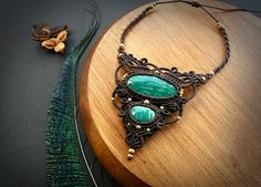 https://www.etsy.com/pt/listing/479027156/new-macrame-necklace-with-two-green
