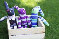 Lil Blue Boo sock bunny tutorial from knee high socks. Diy Toys Sewing, Diy Sock Toys, Sock Crafts, Hand Sewing, Diy Crafts, Totoro, Sock Bunny, Easy Easter Crafts, Sock Animals