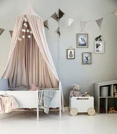 Love this pretty little girl's room by @baravickan 👈🏻 Ooh Noo Toy Chest On Wheel is now available to order online 💫 . #kidsroom #kidsroomdecor #nordichome #nordicinspiration
