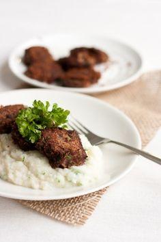 cauliflower mash and bean-quinoa patties by Elina Innanen Mashed Cauliflower, Tofu, Quinoa, Nom Nom, Vegetarian Recipes, Steak, Recipies, Beans, Food And Drink