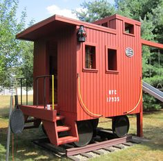 Train caboose playhouse - we had one similar to this for our kids to play in. Boys Playhouse, Build A Playhouse, Playhouse Outdoor, Playhouse Ideas, Train Room, Backyard Playground, Backyard Playset, Play Yard, Outdoor Fun