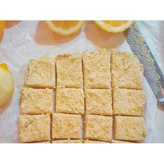 When life gives you lemons… you make raw healthy yummy treats! This zesty raw lemon slice recipe is nut-free, dairy-free, and refined sugar-free, making it perfect for almost everyone!