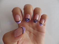 dsiseño de uñas flores y manicura francesa de color flowers nails designs purple french manicure