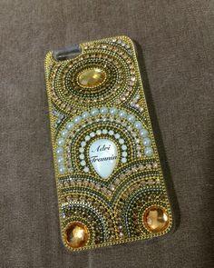 Capa iPhone feita por @adritrannin #capaiphone #capastrass #casepedraria #madreperola #strass #adritrannin
