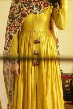 Best 12 Ankle length gherdar in handloom chanderi with a woven zari border (also available with gota border), comes with a cotton palazzo. Shop latest collection by Ulupi. Salwar Designs, Kurta Designs Women, Kurti Designs Party Wear, Indian Attire, Indian Ethnic Wear, Indian Outfits, Indian Gowns Dresses, Pakistani Dresses, Look Short
