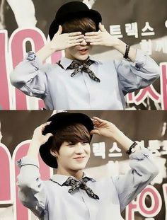 keke now you see Taemin now you don't~! keke aigo Taemin is being cute in a fansign~~~