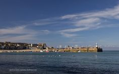 Desktop wallpaper picture of St Ives harbour at high tide in Cornwall