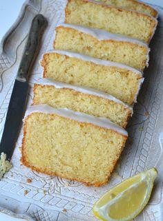 Citroencake van starbucks in 2019 Lime Recipes, Sweet Recipes, Cooking Cake, Cooking Recipes, Starbucks Lemon Loaf, Lime Cake, Food Log, Sweet Bakery, Muffins