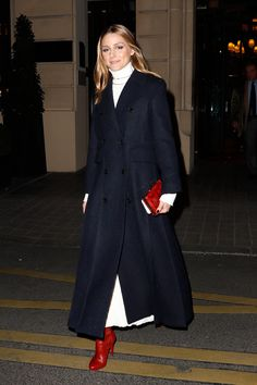 The Red Shoes Are Coming and Olivia Palermo Knows Just How to Style Them Source by LisaSophieXX shoes outfit Estilo Olivia Palermo, Olivia Palermo Outfit, Olivia Palermo Lookbook, Olivia Palermo Style, Love Fashion, Winter Fashion, Fashion Outfits, Fashion Hats, French Fashion