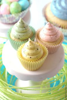 35 Adorable Easter Cupcake Ideas - Speckled Easter Cupcakes
