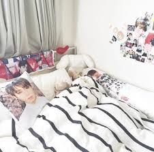 Resultado de imagem para kpop bedroom
