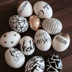 This is what my Easter eggs look like this year .-So sehen meine Ostereier in diesem Jahr aus musste wenige neue zeugen This is what my Easter eggs look like this year, few new ones had to be produced to - Easter Egg Crafts, Easter Eggs, Easter Decor, Easter Centerpiece, Bunny Crafts, Easter Table, Easter Ideas, Easter Egg Designs, Diy Ostern