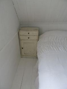 De kastjes naast je bed hoeven niet hetzelfde te zijn (saai!) dezelfde kleur geeft ook eenheid....