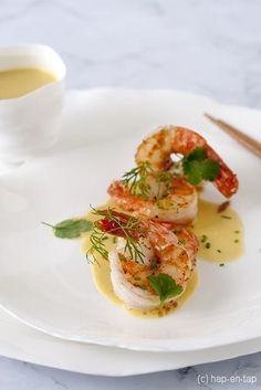 Scampi in Thaise curry met appeltjes Prawns with Thai curry and apples Thai Appetizer, Seafood Appetizers, Scampi Curry, Bistro Food, I Want Food, Shellfish Recipes, Food Menu, Food Presentation, Food Inspiration