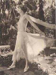 Artful Fashion - 1924 Claire Windsor in Born Rich