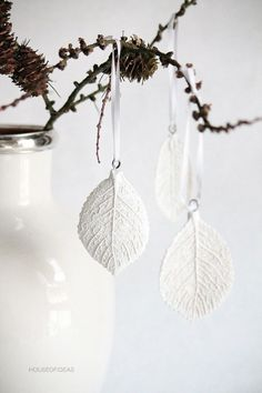 DIY leaf printed clay ornaments or jewlry Clay Projects, Clay Crafts, Arts And Crafts, Christmas Clay, Christmas Ornaments, White Ornaments, Magical Christmas, Navidad Diy, Clay Ornaments