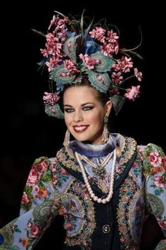 Headdress by Russian designer #SlavaZaitsev, Mercedes-Benz Fashion Week Russia Spring-Summer 2013: totally awesome!!!!!!