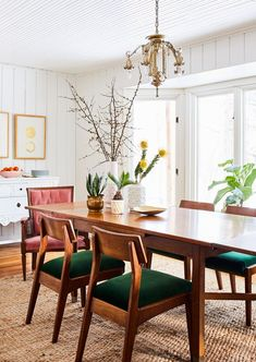 Green Dining Room, Dining Room Colors, Dining Room Walls, Dining Table Chairs, Dining Room Design, Dining Room Furniture, Designer Dining Chairs, Upholstered Dining Room Chairs, Dining Area