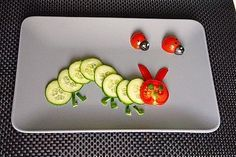 Cucumber bead, a good recipe in the category Fast and easy. Food Art For Kids, Fun Snacks For Kids, Toddler Meals, Kids Meals, Veggie Snacks, Very Hungry Caterpillar, Food Decoration, Food Humor, Cute Food