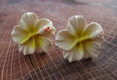 Vintage Hibiscus Flower Screw Back Earrings / by GrayGatorVintage, $15.00