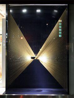Visual: The Ginza Window Display Retail, Window Display Design, Retail Windows, Store Windows, Visual Merchandising Displays, Visual Display, Vitrine Design, Cosmetic Display, Window Art