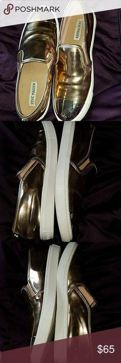 Steve Madden 2 tone metallic flats gently used 2 tone metallic flats Steve Madden Shoes Flats & Loafers