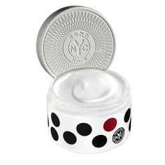 Bond No. 9 New York Park Avenue South Body Silk/6.8 Oz. (455 BRL) ❤ liked on Polyvore featuring beauty products, bath & body products, body moisturizers, bath & body, beauty, green, lotions, bond no 9 perfume, blossom perfume and flower perfume