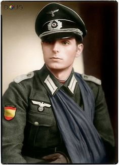 Leutnant Ricardo Sanz Fernández, 9 Kompanie, III.263 División Azul. He was injured three times in 1943
